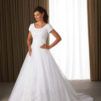 """Белое свадебное платье со шлейфом в стиле Принцесса с рукавами в салоне """"Александра"""" Москва"""