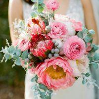 Протея, пионы, розы