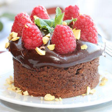 Французский кекс с топленым шоколадом и орехами