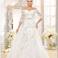 """Свадебное  платье  """"русалка"""" с  пристяжным  шлейфом."""