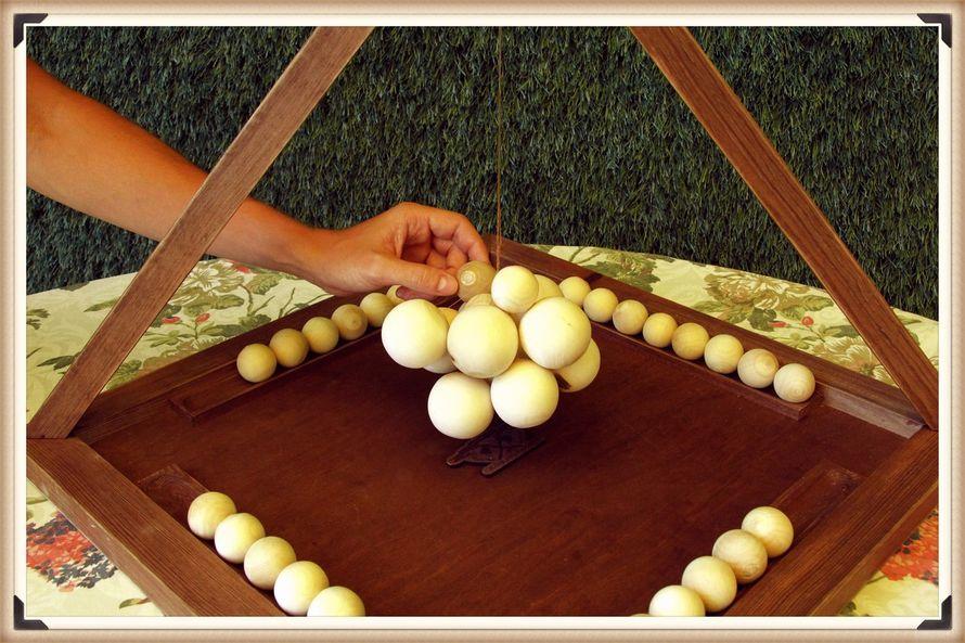 """Вселенная - Игра для 2-4 человек. Игроки по очереди складывают шарики на конструкцию из подвешенных шаров большего диаметра. После чьего хода шарики падают, тот считается проигравшим. - фото 11956092 """"Деревяшка"""" - клуб модных игр"""