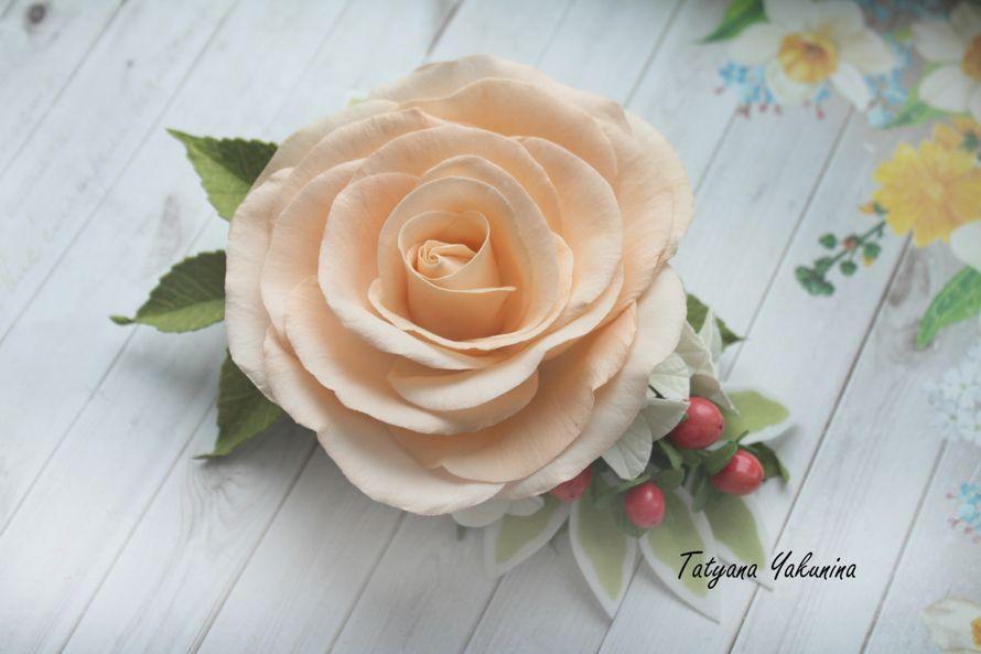 Персиковая роза (Зажим),спелые ягодки гиперикума и нежная гортензия .Цветы сделаны из фоамирана,ягодки из полимерной глины,заколка практически невесома в прическе .Основа цветочной заколки - зажим 8 см, хорошо фиксирует волосы, подходит даже для густых во - фото 15776484 Татьяна Якунина - свадебные букеты и украшения