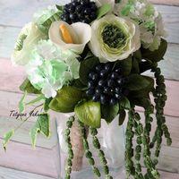 """Свадебный букет """"Гринери"""" из фоамирана. Букет невесты в цвете гринери прекрасно подойдет для свадьбы в стиле рустик, эко, лесной свадьбы, а также для фотосессий.Композиция составлена из роз сорта Грин ай, калины бульденеж, веточек и ягод плюща, амаранта,б"""