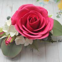 Шикарная Роза насыщенного цвета с бутонами , ягодками Бруни, гортензией и листьями эвкалипта. Станет великолепным аксессуаром для волос, на торжественный случай, фотосессию или просто для красивой причёски.Прическа, украшенная такой заколкой, придаст Вам