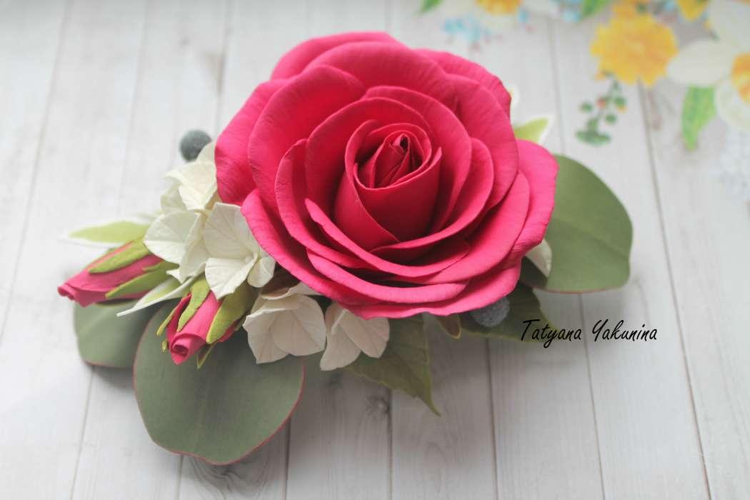 Шикарная Роза насыщенного цвета с бутонами , ягодками Бруни, гортензией и листьями эвкалипта. Станет великолепным аксессуаром для волос, на торжественный случай, фотосессию или просто для красивой причёски.Прическа, украшенная такой заколкой, придаст Вам  - фото 15776496 Татьяна Якунина - свадебные букеты и украшения