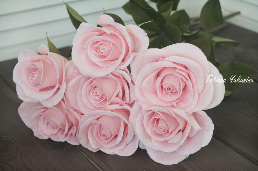 Невероятно нежный, уютный и неувядающий интерьерный букет из роз. Розы-что может быть прекрасней? Отныне вы всегда сможете ими любоваться ,они никогда не завянут!  Розы выполнены из фоамирана в натуральную величину ( высота розы 50 см ),стебель выполнен и - фото 18146494 Татьяна Якунина - свадебные букеты и украшения