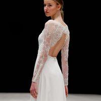 33000 RUB Бейли Шёлковое лаконичное платье для современной невесты. Лёгкая летящая юбка, длинные кружевные рукава и открытая спинка смотрятся восхитительно.. Для смелых невест и выпускниц. Доступно так же в цвете капучино.