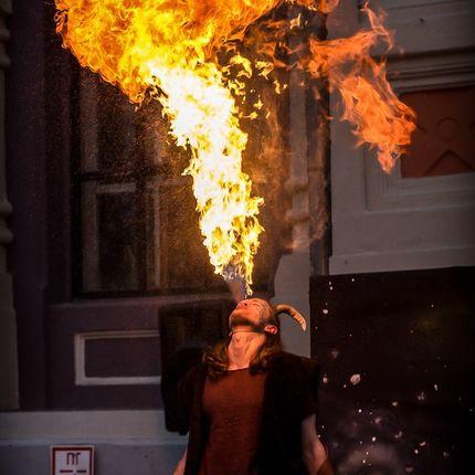 """Шоу """"Выдувание огня"""""""