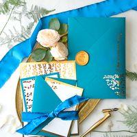 Свадебные приглашения в цвете морской волны и золота. В комплект входит: карточка пригласительного,конверт, сургучная печать . изготовление 2-4 рабочих дня. г.Краснодар .Отправку организуем в любой регион.