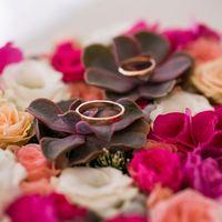 Подушечка для колец из живых цветов с эхиверией 2.000 рублей