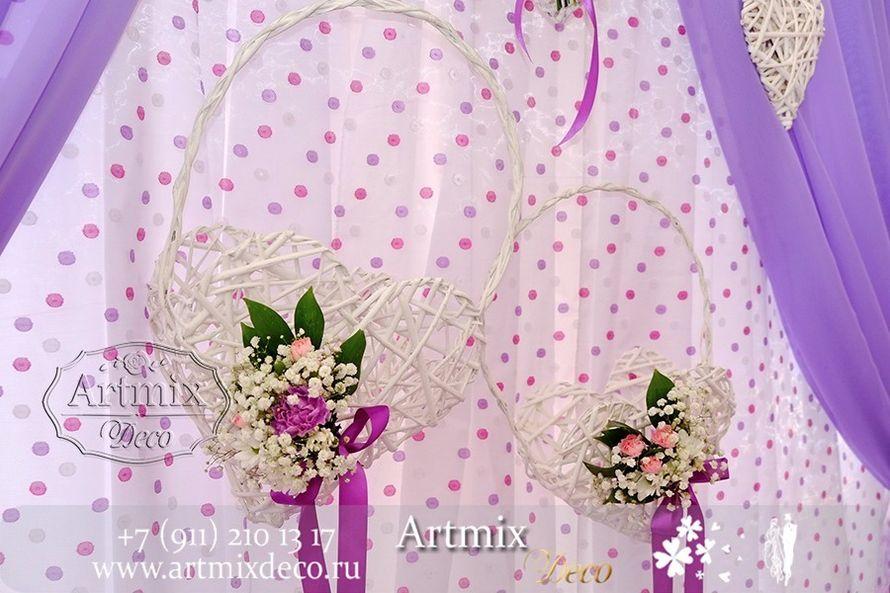 """Плетеные корзинки в виде сердечек, оформлены маленькими композициями из цветов. Стиль Прованс. Оформление арки на свадебную церемонию. - фото 6353195 Дизайн-студия декора и флористики """"Артмикс"""""""