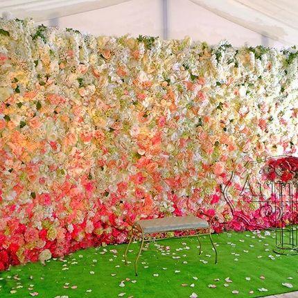 Фотозона из цветов на свадебное торжество