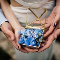 Шкатулка для колец может быть очень разной. В этой свадьбе такой вариант шкатулки получился идеальным - она замечательно вписалась в концепцию.