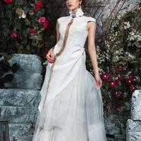АВТОРСКОЕ свадебное платье ЭТНО. Для стильных невест. Богатая фактура, ассиметрия и многоуровневый декор подчеркивает стройность фигуры. Можно носить как наряд с юбкой другого силуэта и даже с брюками. Верх - ассиметричная блуза. ФЕЛТтехника, ручная работ