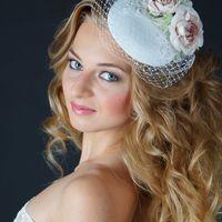 """ШЛЯПКА """" ВЕНЕЦИЯ"""" Основа шляпки имеет  круглую форму, декор расположен на одной стороне шляпки , небольшая вуаль располагается по всей основе .  Основа шляпки разработана мной (что позволяет сделать практически любую форму) Обтянута атласом белого  цвета"""