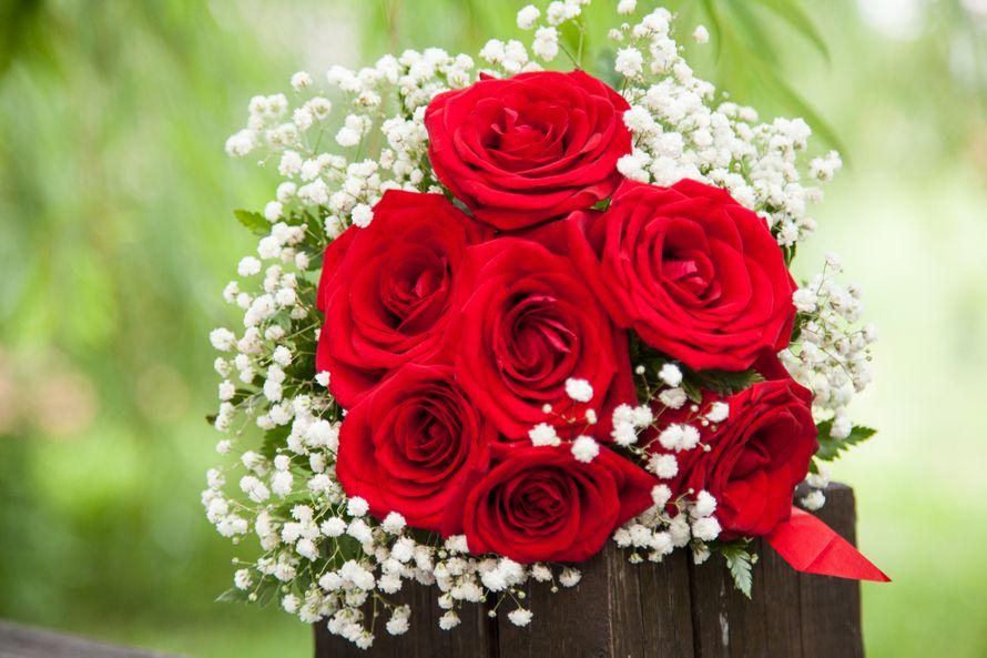 Открытки цветы розы с гипсофилами, праздником весны картинка