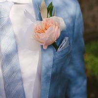 Оливковая свадьба бутоньерка