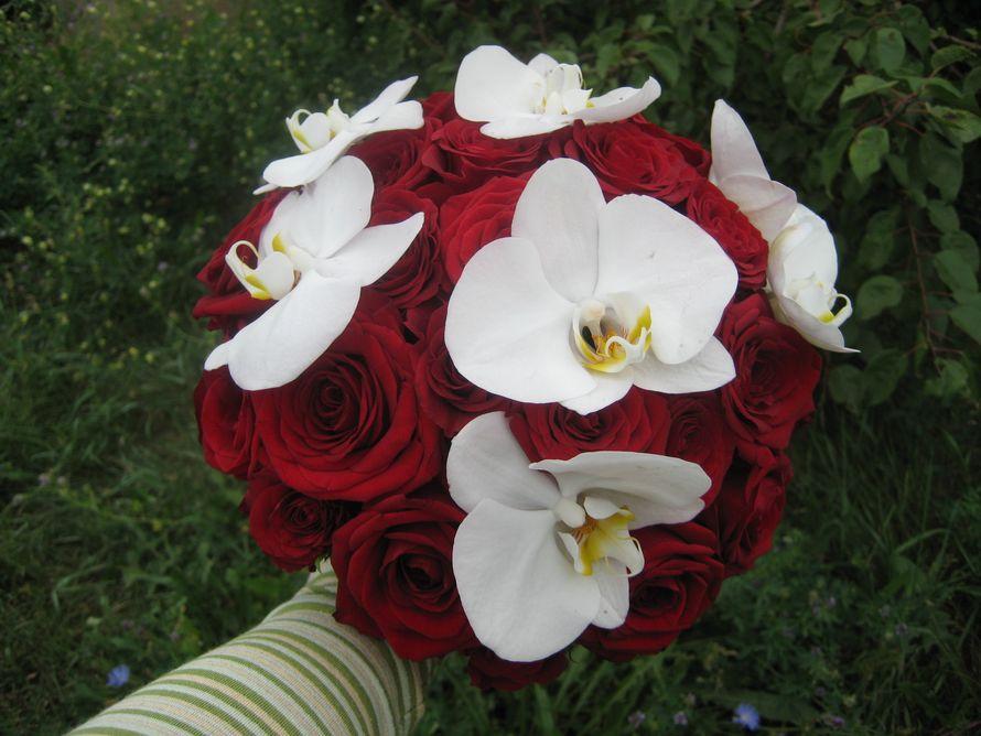 Букетики, красные орхидея свадебный букет