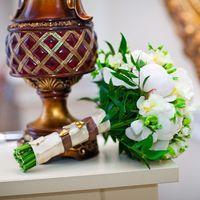 букет невесты из пионов,фрезии