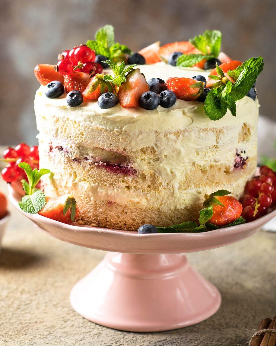 """Праздничный торт - изюминка торжества! Хотите удивить гостей, порадовать любимых? - закажите торт в ресторане Mia Famiglia!  Мы подарим Вам торт с зажженными свечами или фейерверками!  Шеф-кондитер Mia-Famiglia предлагает изготовить на заказ: - йогуртовый - фото 17074964 Ресторан """"Mia famiglia"""""""