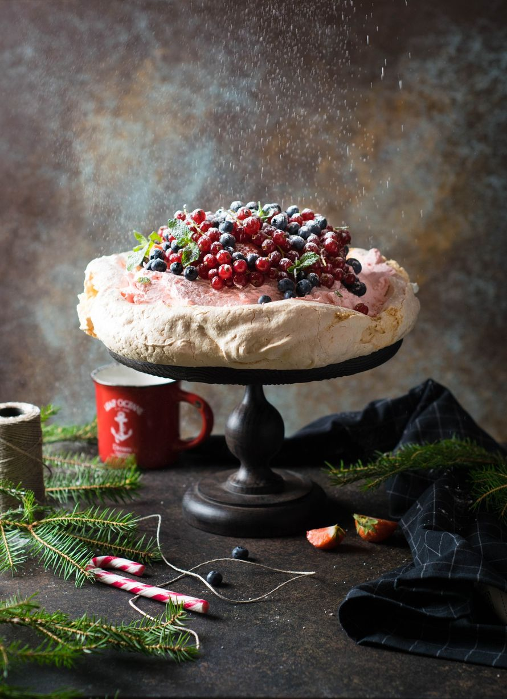 """Праздничный торт - изюминка торжества! Хотите удивить гостей, порадовать любимых? - закажите торт в ресторане Mia Famiglia!  Мы подарим Вам торт с зажженными свечами или фейерверками!  Шеф-кондитер Mia-Famiglia предлагает изготовить на заказ: - йогуртовый - фото 17074972 Ресторан """"Mia famiglia"""""""