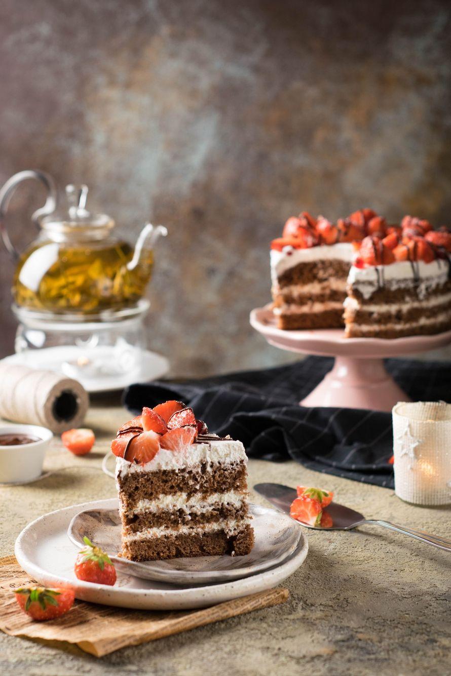 """Праздничный торт - изюминка торжества! Хотите удивить гостей, порадовать любимых? - закажите торт в ресторане Mia Famiglia!  Мы подарим Вам торт с зажженными свечами или фейерверками!  Шеф-кондитер Mia-Famiglia предлагает изготовить на заказ: - йогуртовый - фото 17074978 Ресторан """"Mia famiglia"""""""