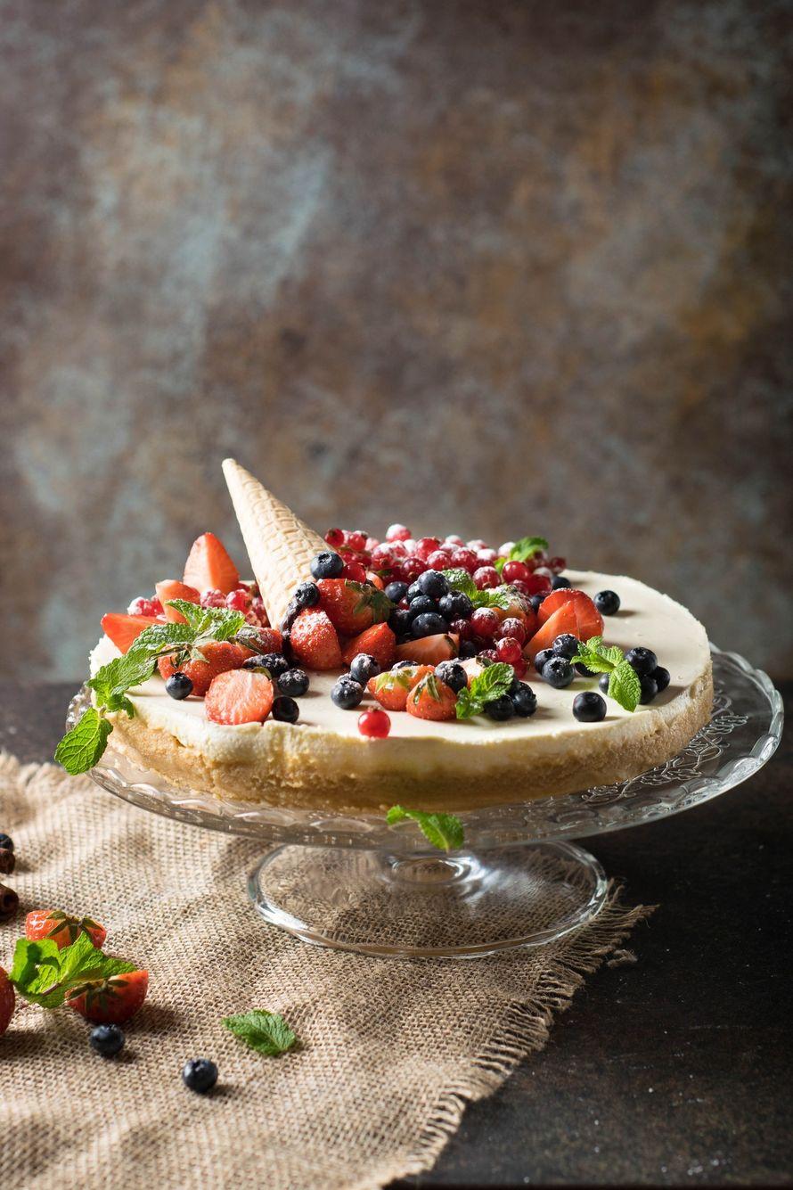 """Праздничный торт - изюминка торжества! Хотите удивить гостей, порадовать любимых? - закажите торт в ресторане Mia Famiglia!  Мы подарим Вам торт с зажженными свечами или фейерверками!  Шеф-кондитер Mia-Famiglia предлагает изготовить на заказ: - йогуртовый - фото 17074988 Ресторан """"Mia famiglia"""""""