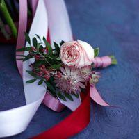 Бутоньерка для жениха в подарок к букету невесты
