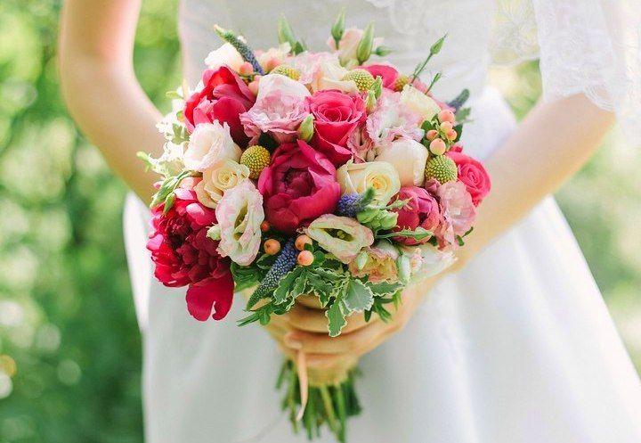 Цветов флорист, дешевые свадебные букеты воронеж