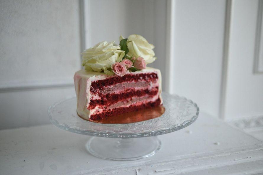 Красный бархат - он и воздушный и плотный, и шоколадный и...бархатный. Добавьте к этому ягодное кремю и нежнейший крем. Мммм.))) - фото 14345236 Mary сake - кондитерская