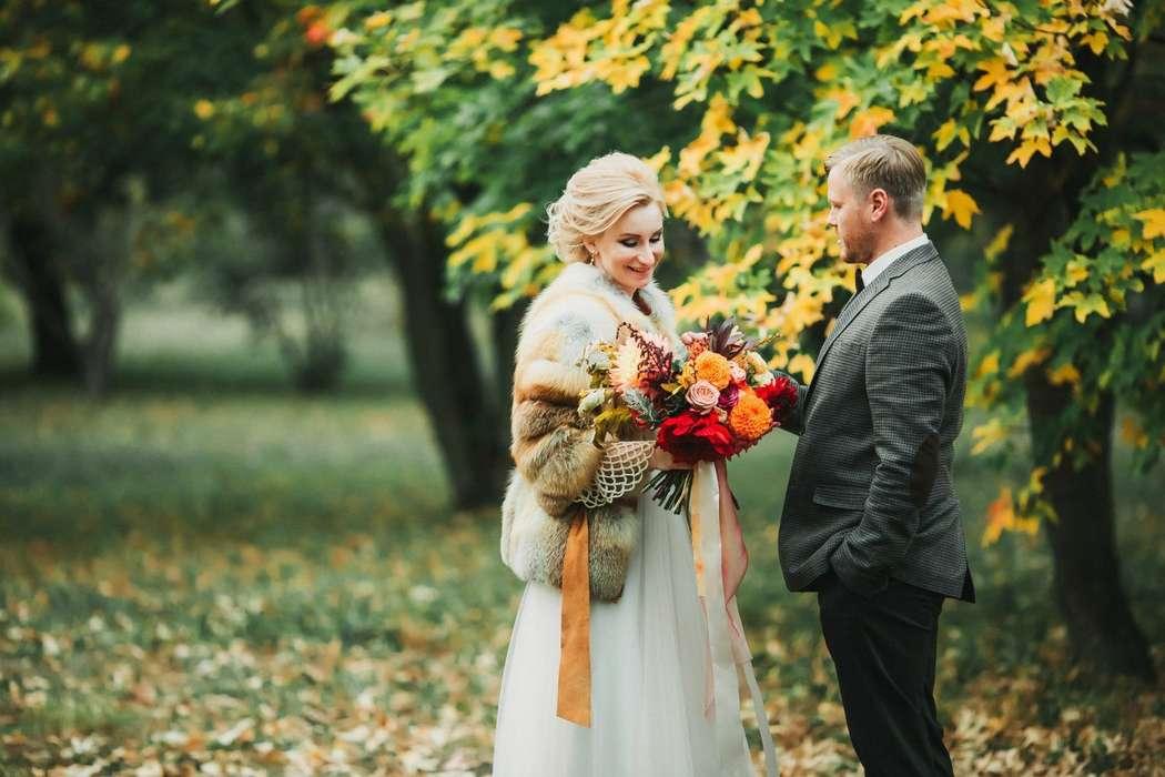 называют осенняя свадьба фото невест с оранжевым декором юридическом