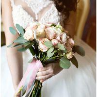 Нежный букет невесты от нашей студии флористики !  Состав : пионовидная роза , кустовая пионовидная роза , анемоны , ранункулусы , бруния и эвкалипт . Принимаем заказы 752-742 !