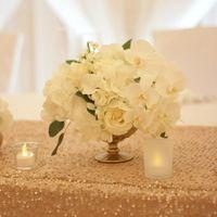 Стол молодых, белые орхидеи, бело-золотая свадьба