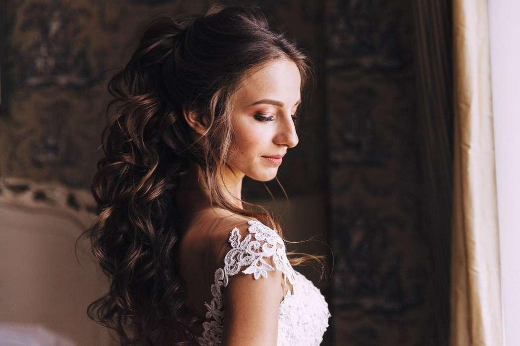 Свадебный хвост из локонов - фото 16263576 Стилист Анастасия Фабрикантова