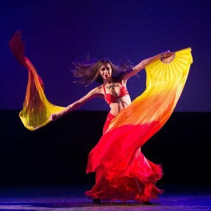 Восточный танец-шоу c веерами (вейлами), 4 мин