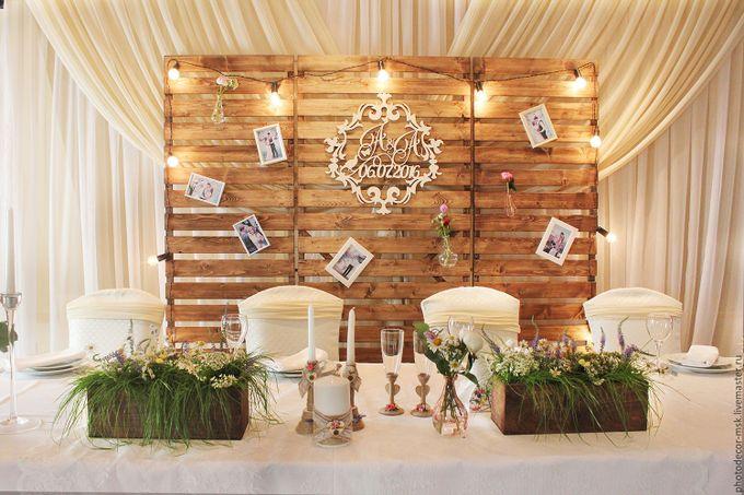 Деревянный задник на свадьбу