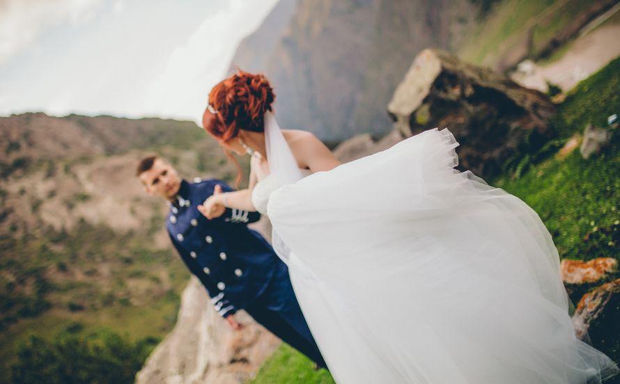 Фото 13766138 в коллекции Свадебная фотосессия Кирилла и Марины высоко в горах - Фотограф Валерия Вартанова