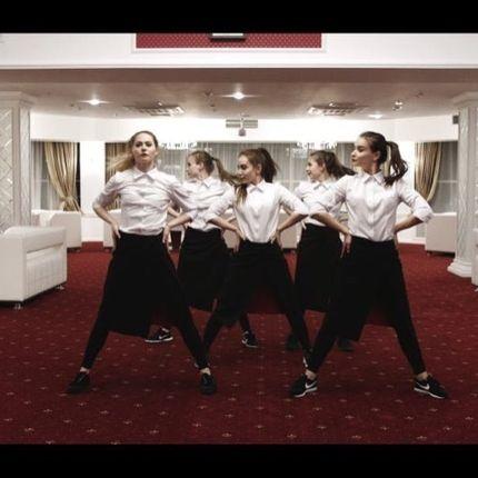 Танцующие официанты - шоу