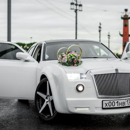 Аренда авто Chrysler 300c Rolls-Royce Phantom, цена за 1 час
