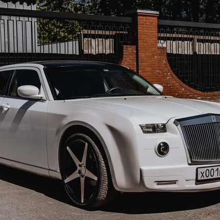 Аренда авто Chrysler 300c Rolls-Royce Phantom