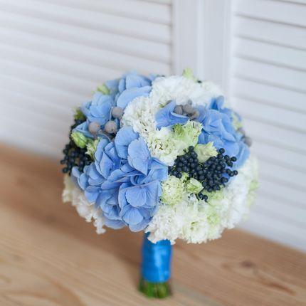 Букет невесты в голубых тонах