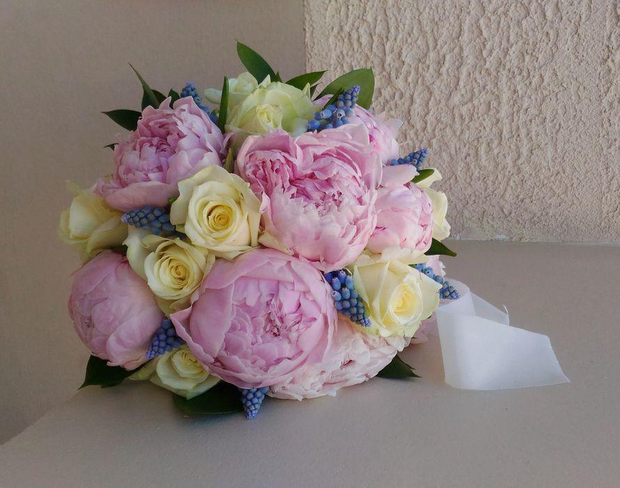 Недорогие букеты из пионов и роз фото, гвоздик