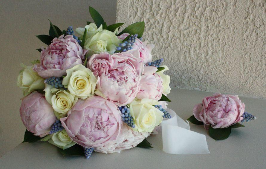 Букет из 23 пионов и роз фото, цветов вольногорск доставка