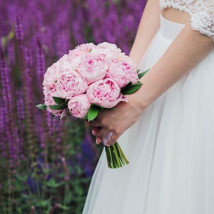 Букет из нежно-розовых пионов