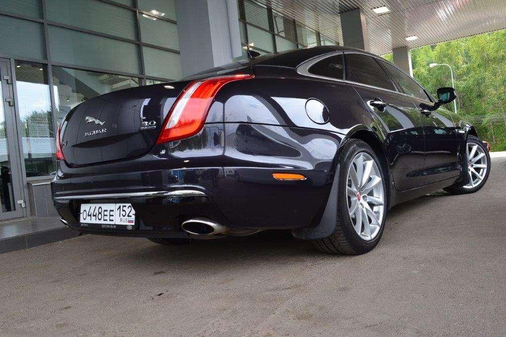 """Безупречный Jaguar XJ (2016). Салон: светлая кожа, чётырёхзонный климат-контроль, люк. - фото 13986268 Транспортная компания """"Алмаз авто"""""""