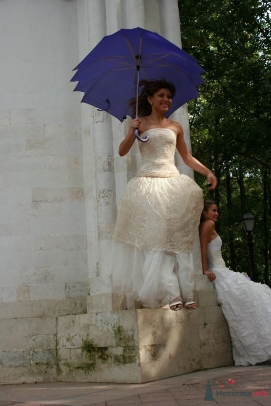 Фото 35765 в коллекции Рабочие моменты фотосесии невест