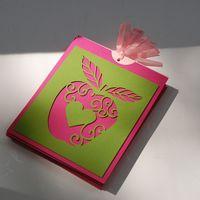 Эксклюзивные приглашения на свадьбу. Каждое яблочко вырезано вручную и неповторимое по рисунку. Приглашения разработаны специально под свадьбу, на которой ключевым элементом декора станет зеленое яблоко! Возможно разработать дизайн под любую свадьбу: эт