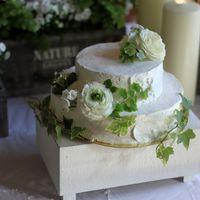 Торт украшен соответственно стилю оформлению мероприятия