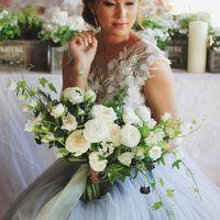 Роскошный раскидистый букет невесты