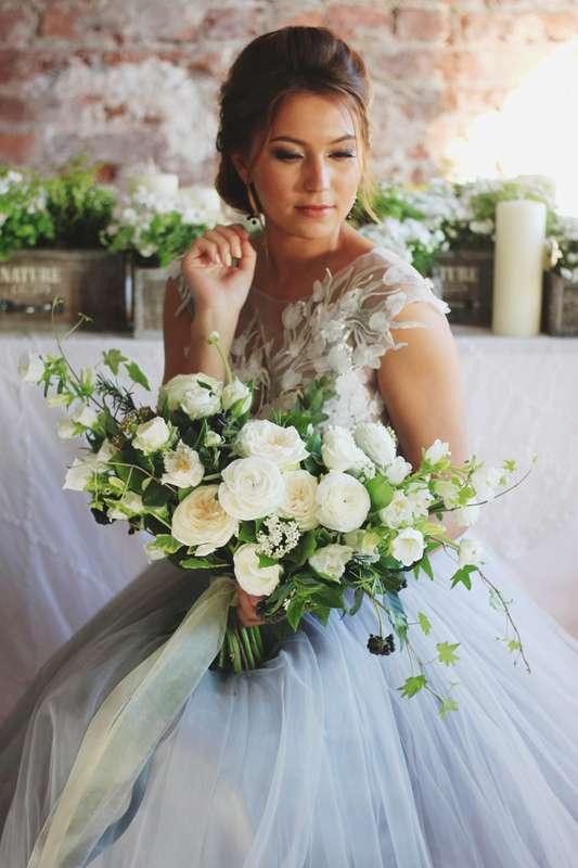 Роскошный раскидистый букет невесты - фото 14361130 Студия цветов и декора Aster